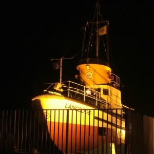 MRB Langeoog wird nachts angeleuchtet, 2006.
