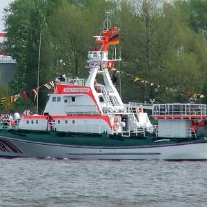 SRK John T Essberger, Einlaufparade Hafengeburtstag 2005.