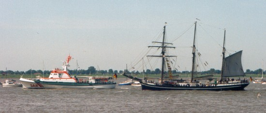 SRK John T. Essberger Parade Sail 1995 in Bremerhaven.