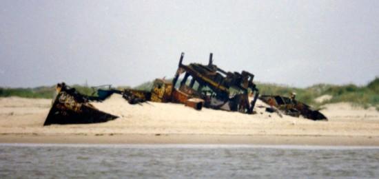 Muschelsaugerwrack auf Norderney, 1991 ca.
