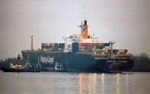 Hongkong Express auf Hanskalbsand (Elbe höhe Wedel), ca 1988